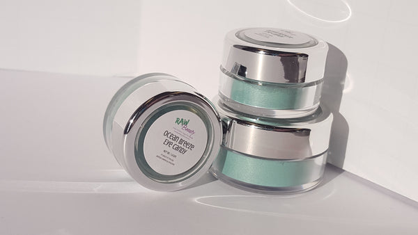 100% pure mineral eye shadow powder in ocean blue shimmery face powder natural eye makeup