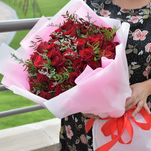 flower bouquet of roses, spray roses, eustoma, statice