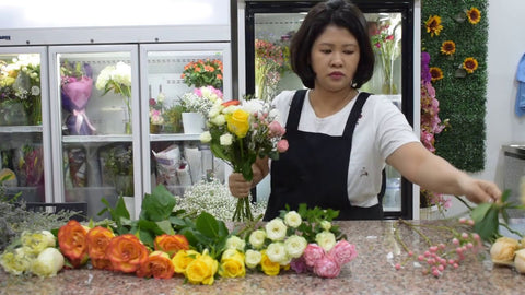 Flower workshop hand tied bouquet making