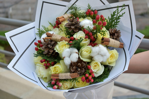 Happy Holiday- Christmas Bouquet - Flower Station Dubai