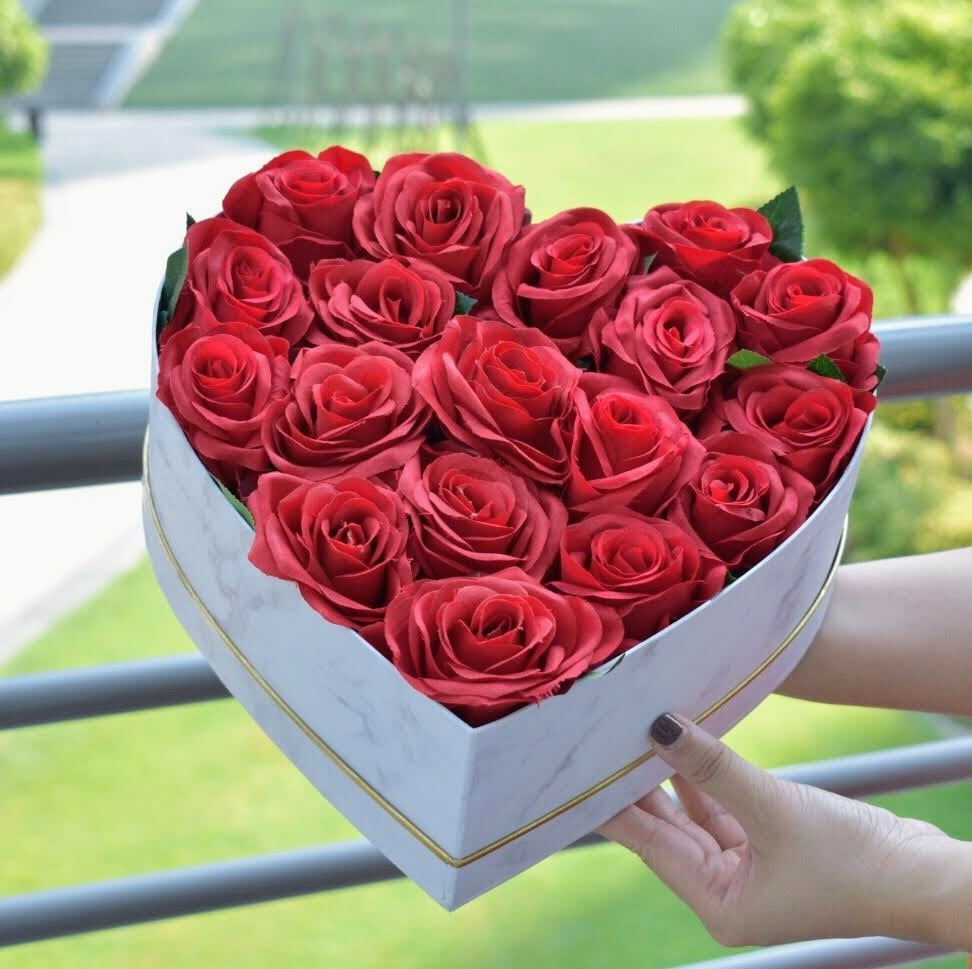 Red Radiance - Flower Box -  Flower Delivery - Flower Station Dubai