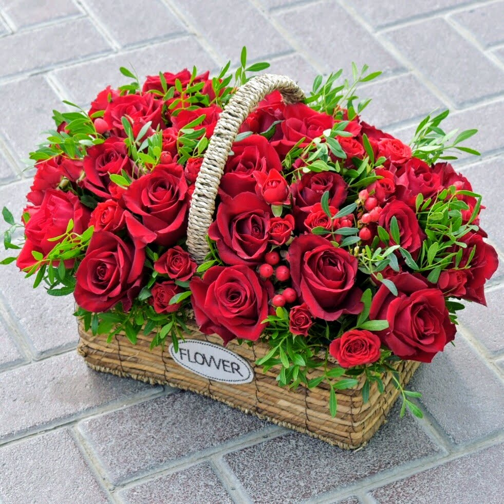 Simply Red - Valentine's Special -  Flower Delivery - Flower Station Dubai