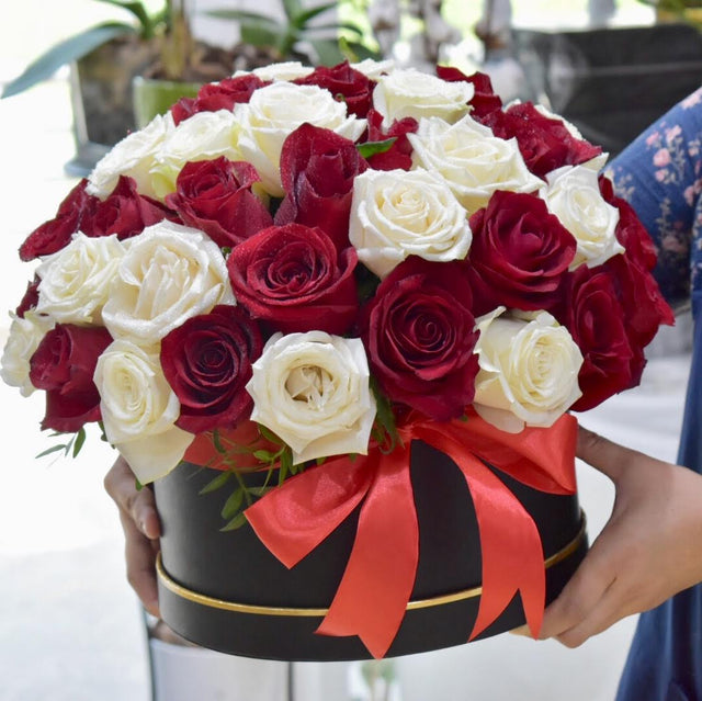 Love Story - Valentine's Special -  Flower Delivery - Flower Station Dubai