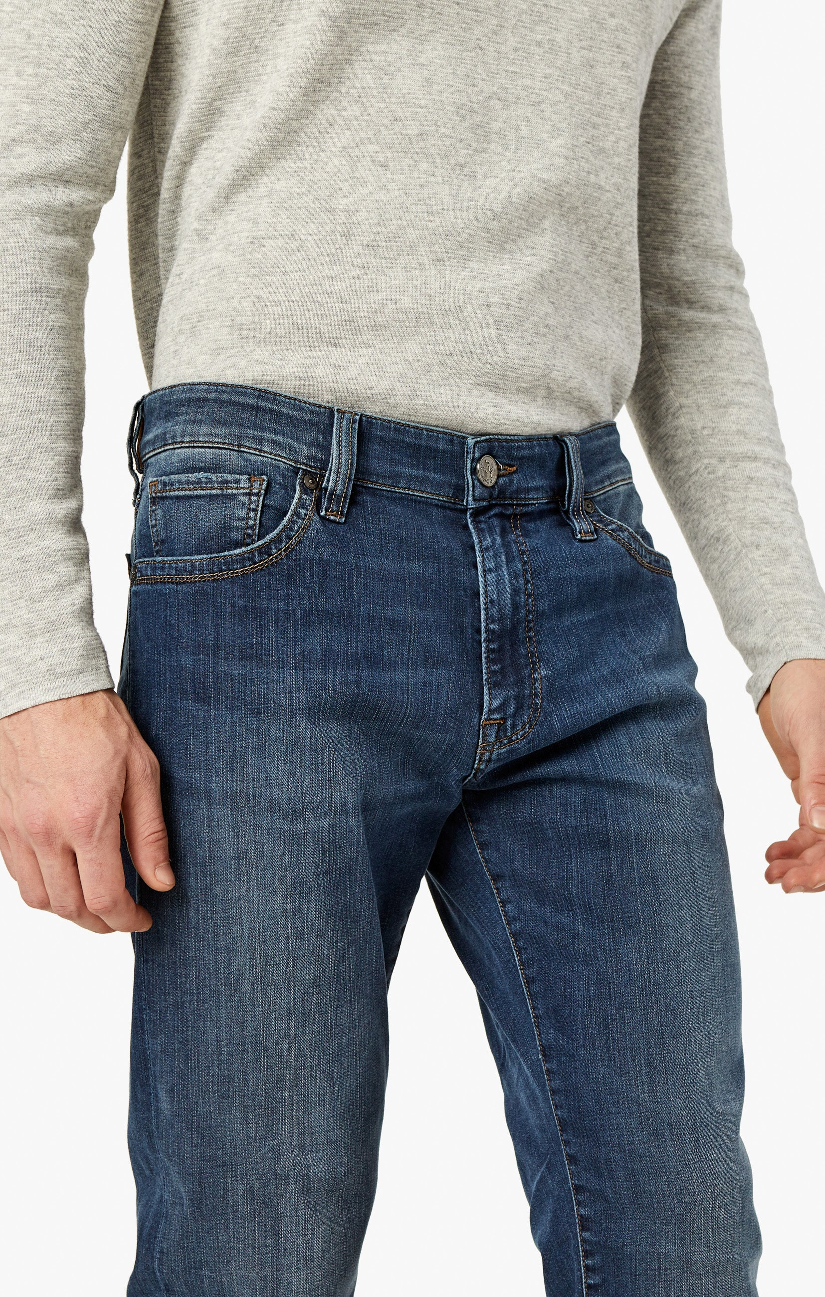 Courage Straight Leg Jeans In Mid Vintage Image 9
