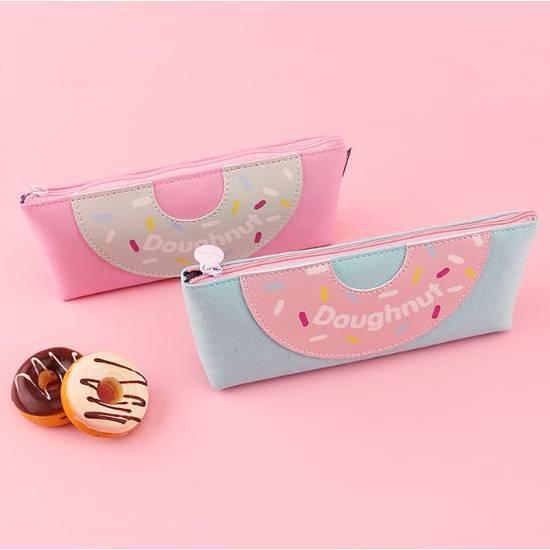 This super cute Doughnut zippered accessory pouch keeps your tools all in one place! Donut pen pouch
