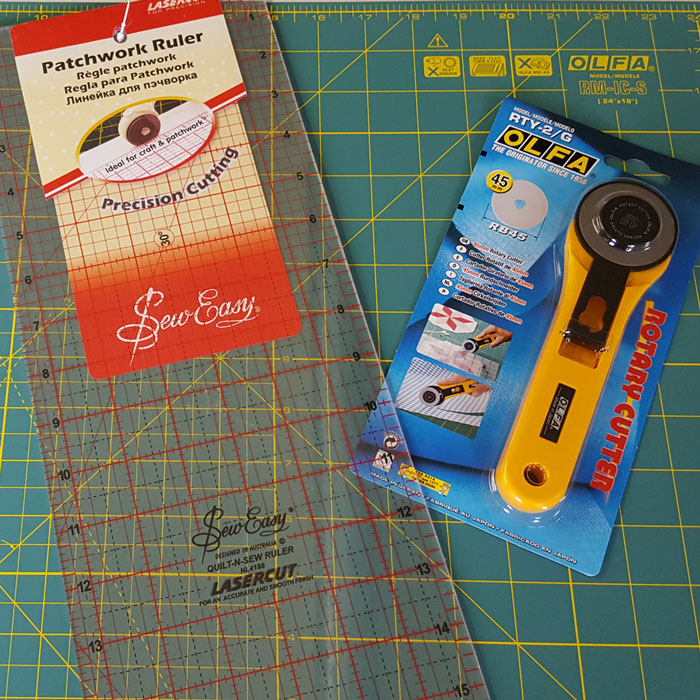 Standard Olfa Rotary Cutter, Mat and Ruler Set