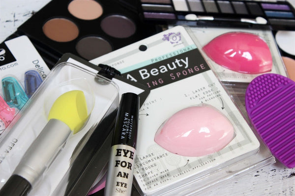 Cosmetic Grab Bag 5 Items ....................