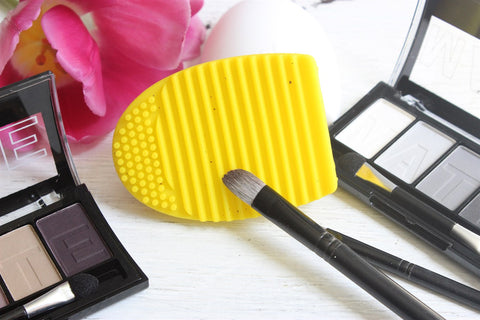 Make Up Brush Cleaner ..................