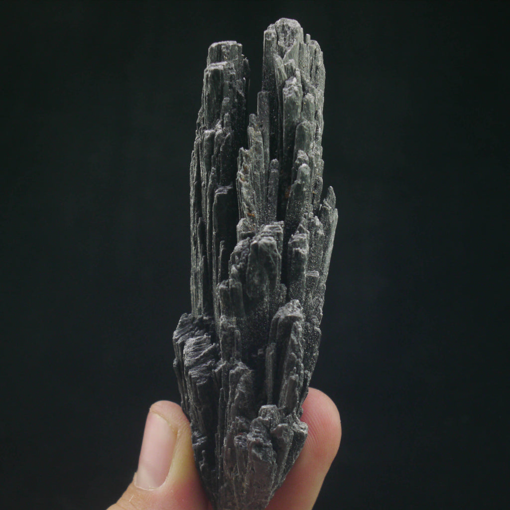 Black Kyanite (a-347)