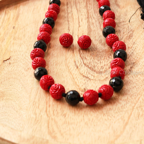 Acrylic Coral And Black Cutting Beads Necklace