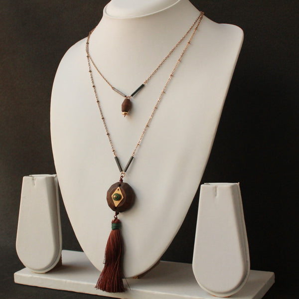 Wooden centre piece with silk strings chain necklace