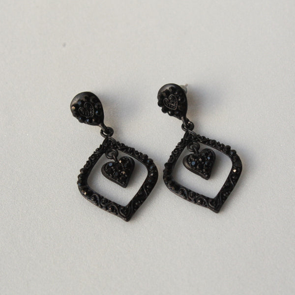 Black hanging earring