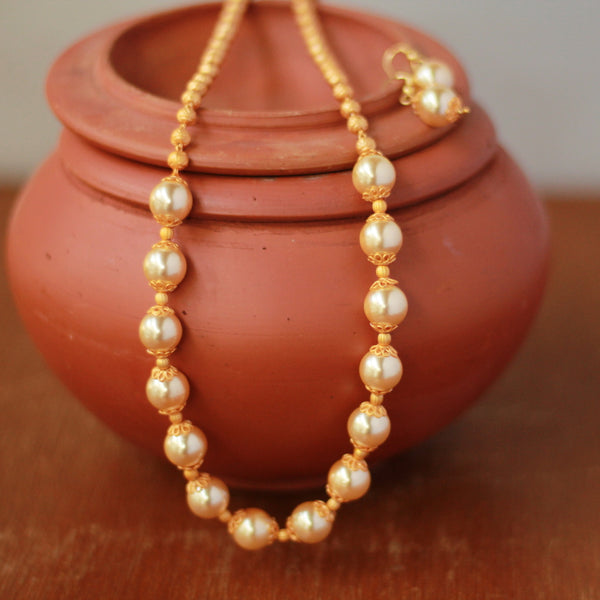 matte-finish-pearl handcrafted necklace