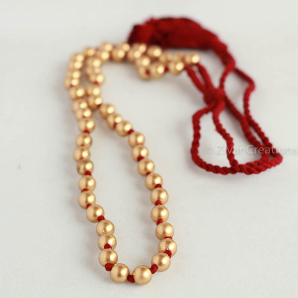 Matte Finished Beads Necklace in maroon thread