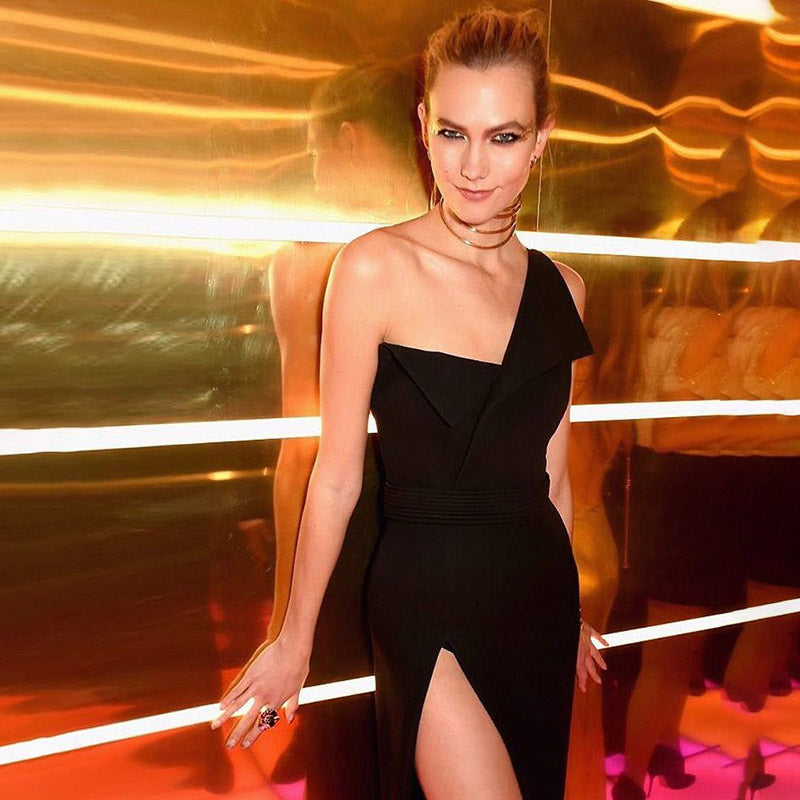 Karlie Kloss looked stunning in her fitted origami-style gown