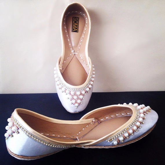 silver khussa, silver flats, wedding flats, bride shoes, pearls shoes