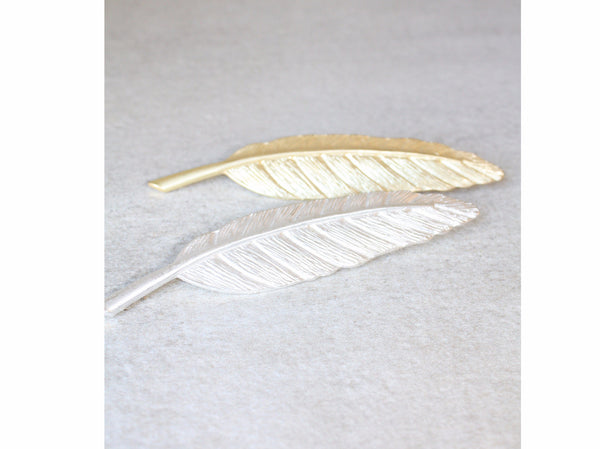 Feather brooch pin