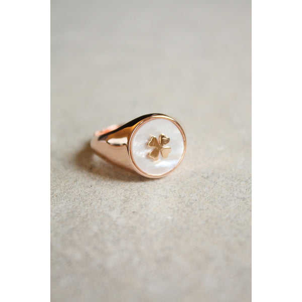 Silver  Ring rose Gold plated with bottom in mother of pearl and engraved a clover leaf made in Italy - Susy de Marchi Jewelry