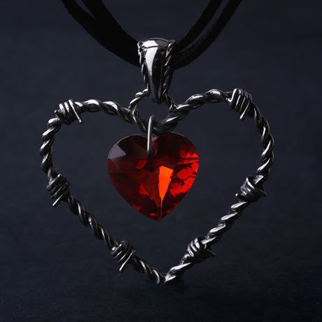 Gothic Titanium Steel Barbed Wire Heart Pendant