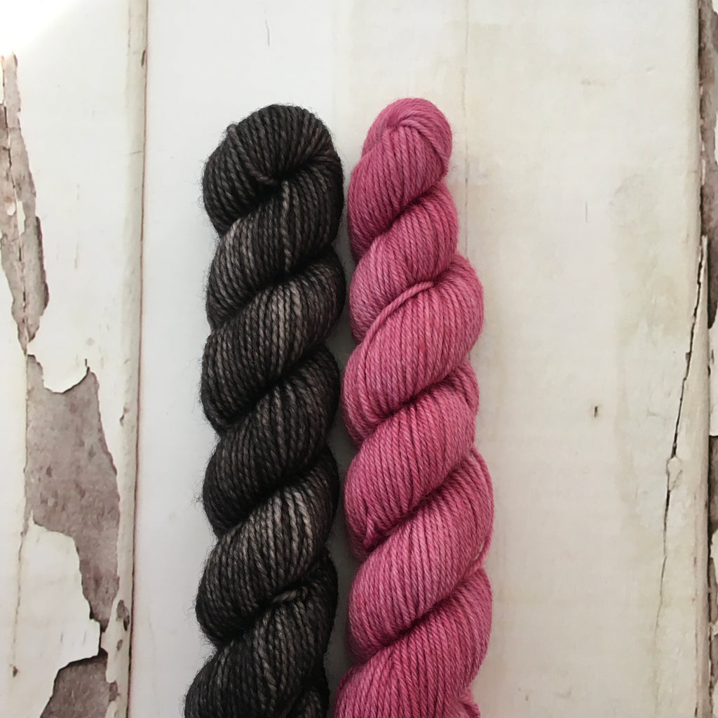 Taffy Twirls --- Black / Mauve