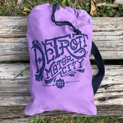 Detroit Vintage Font Cinch Backpack - Hyacinth/Navy