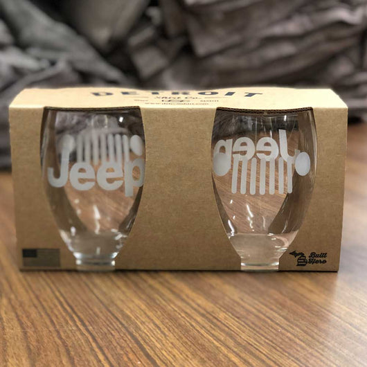 jeep wine glasses make a perfect gift for your 4-wheeling friends and any Jeep lover that loves to drink wine from a jeep glass stemless