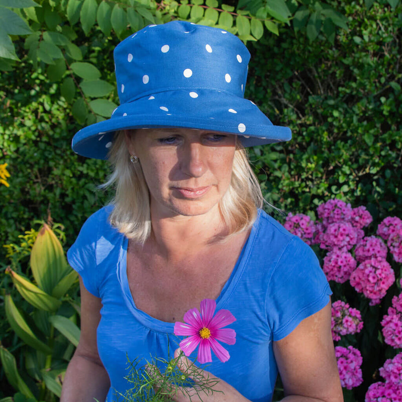 peak-and-brim-denim-blue-with-white-spots-sun-hat-on-woman