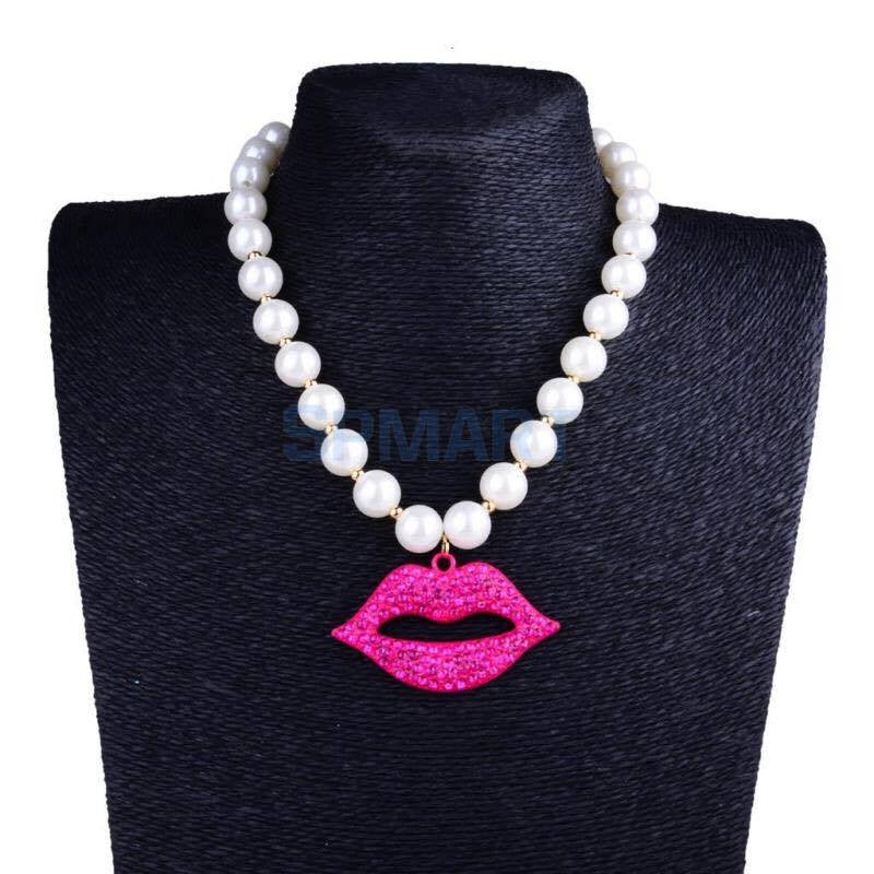 Pearl Necklace with Lips