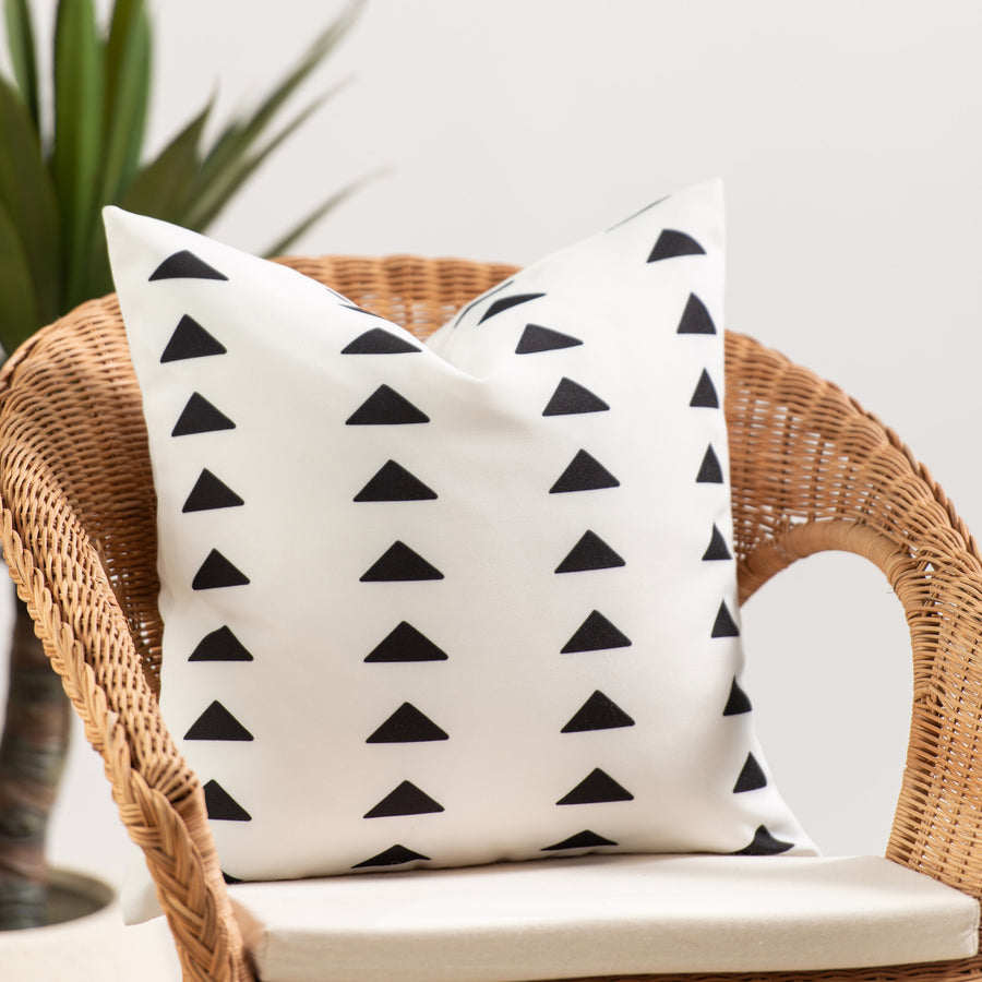Mudcloth Inspired Outdoor Pillow Cover, Black Triangles, 18