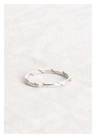 925 Silver Engraved Line Open Thin Ring - whoami