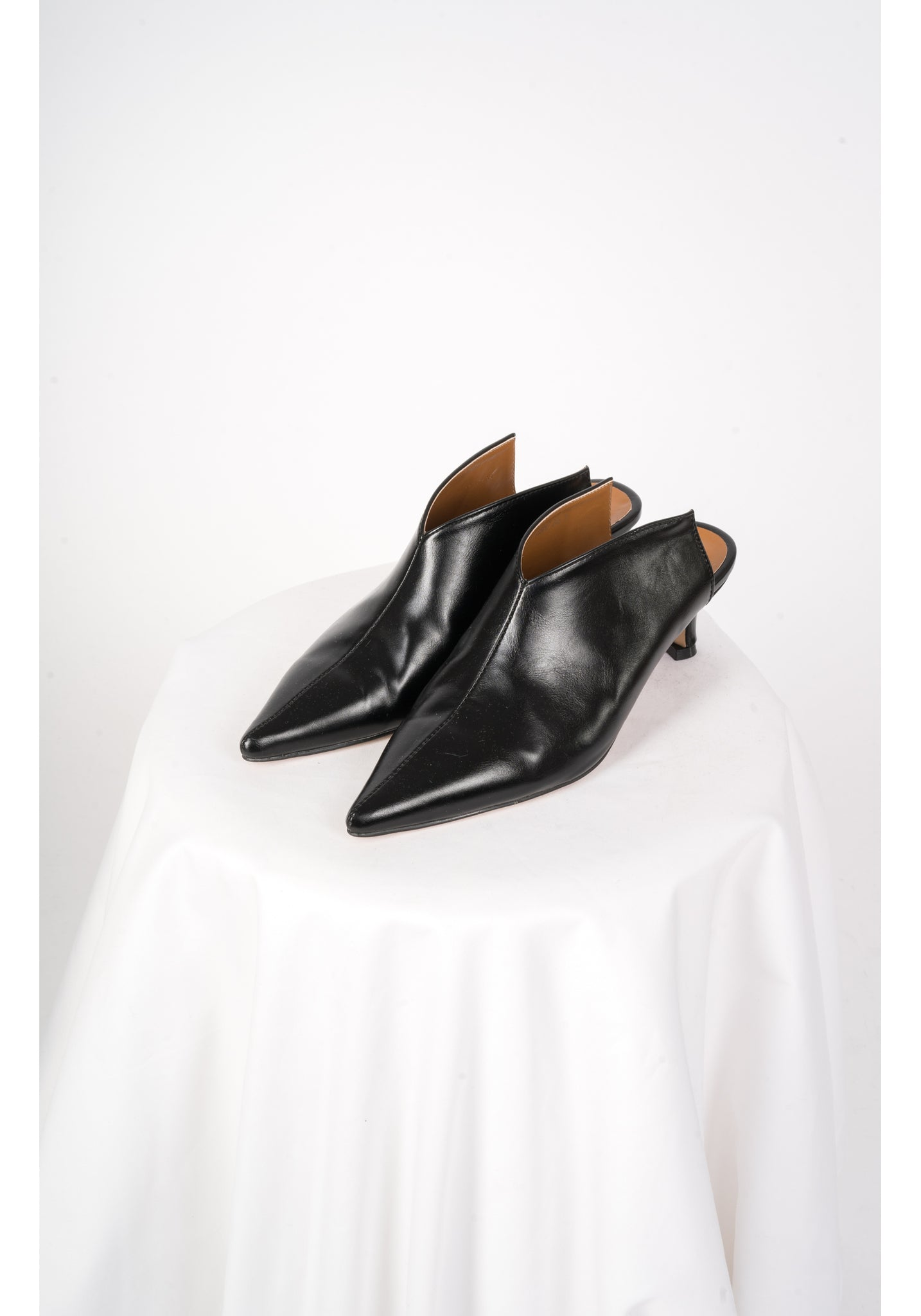 Arrow Pointed Mules Black - whoami