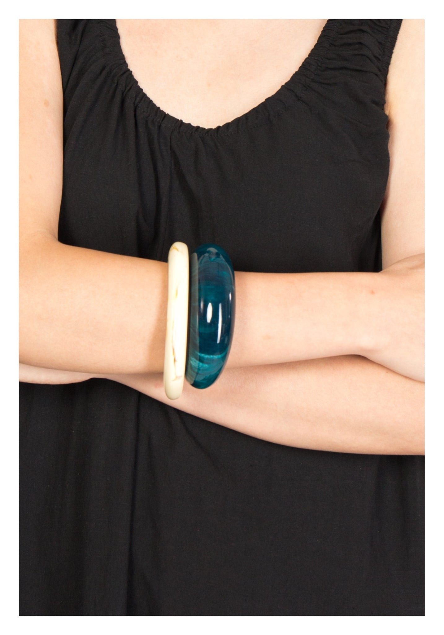 Bold Round Resin Bangle Green - whoami