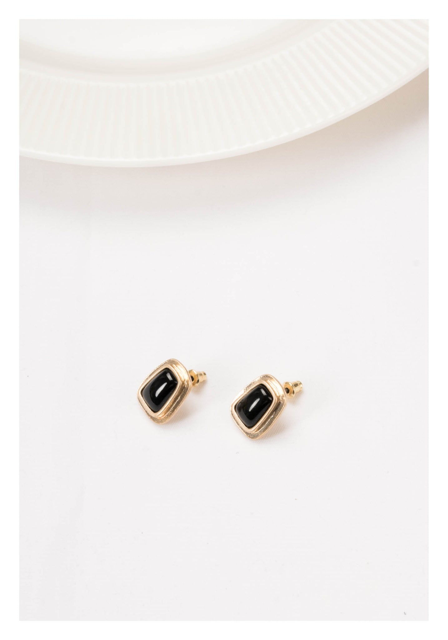 Black Gem Trapezoid Earrings - whoami