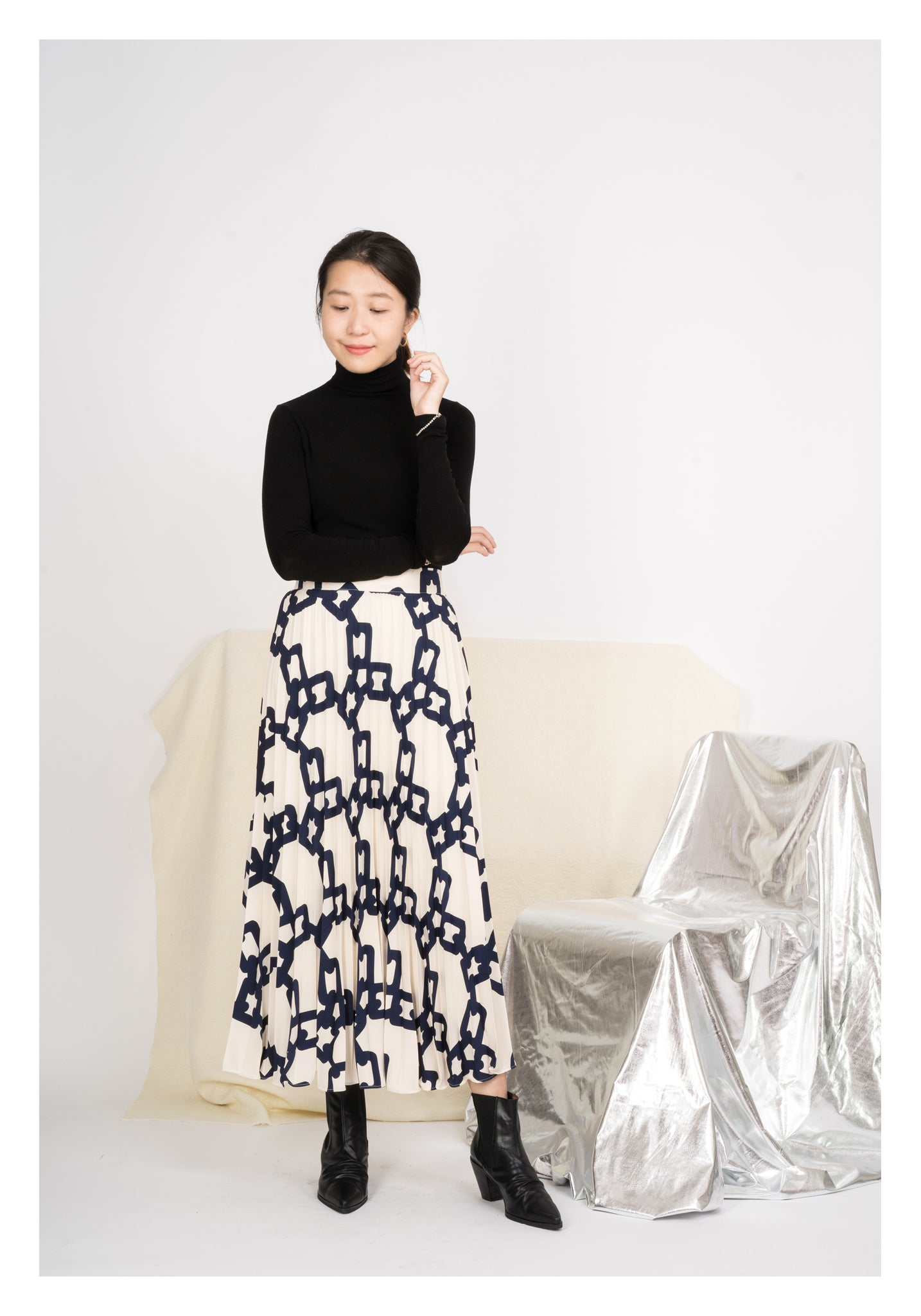 Chain Pattern Pleated Skirt