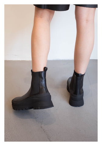 Comfy Dealer Boots Black - whoami