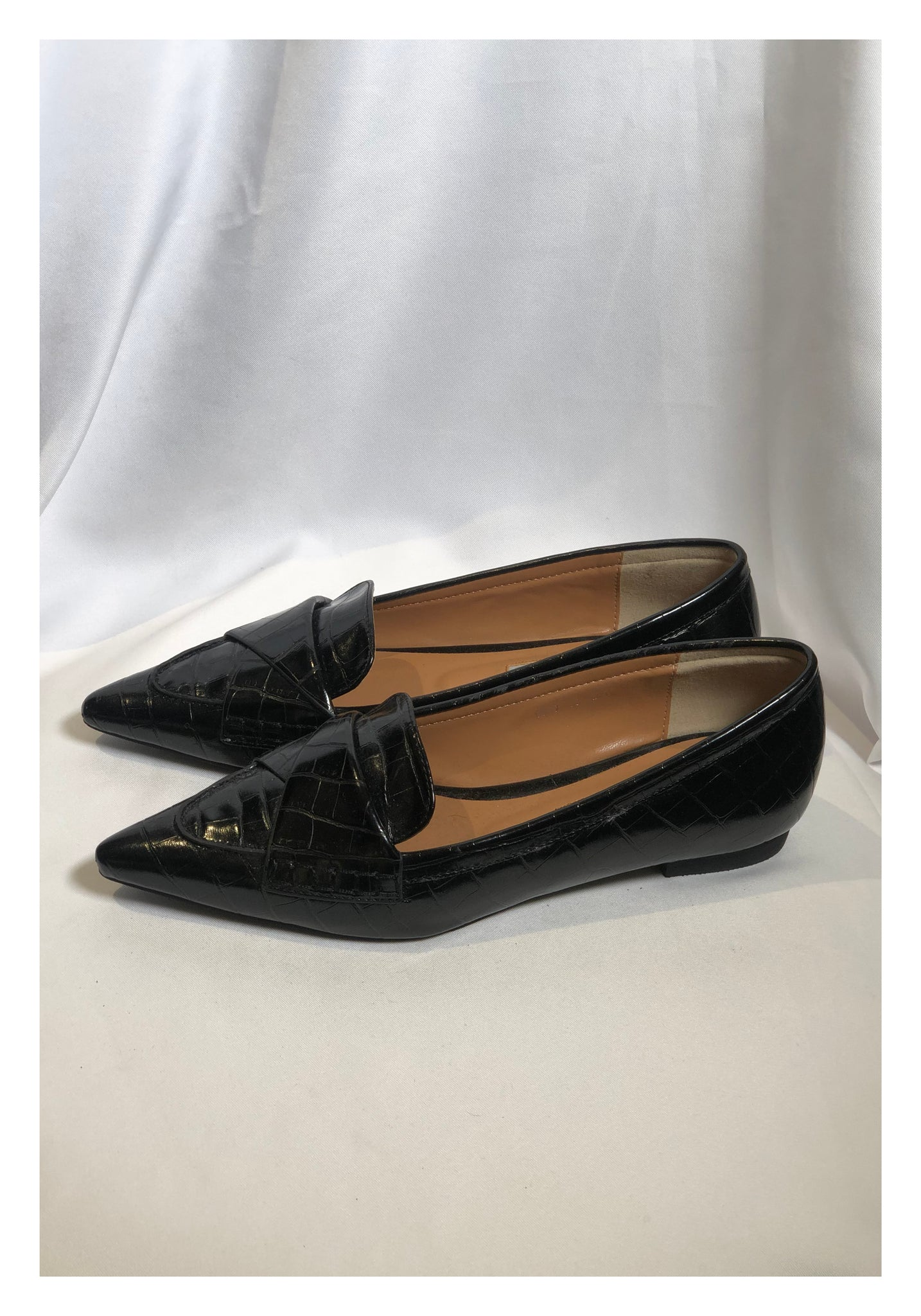 Sample Shoes - Croc-Effect Pointed Fold Loafer Black - whoami