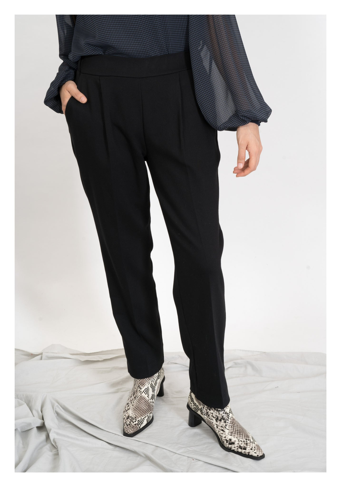 Elastic Taper Pants Black - whoami