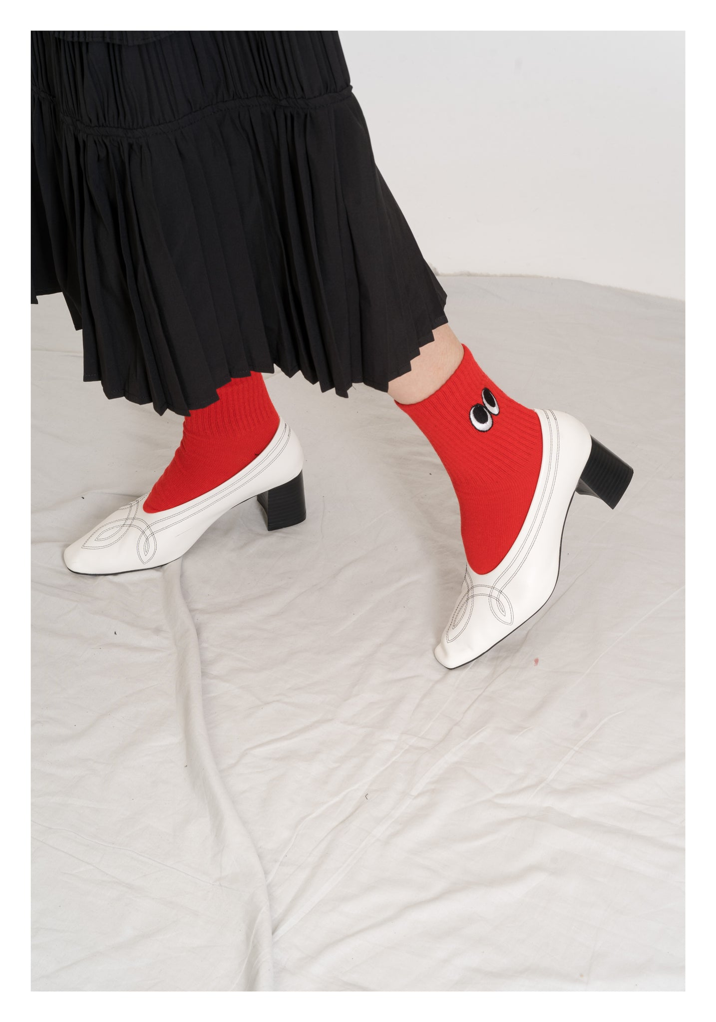 Embroidered Big Eyes Socks Red - whoami