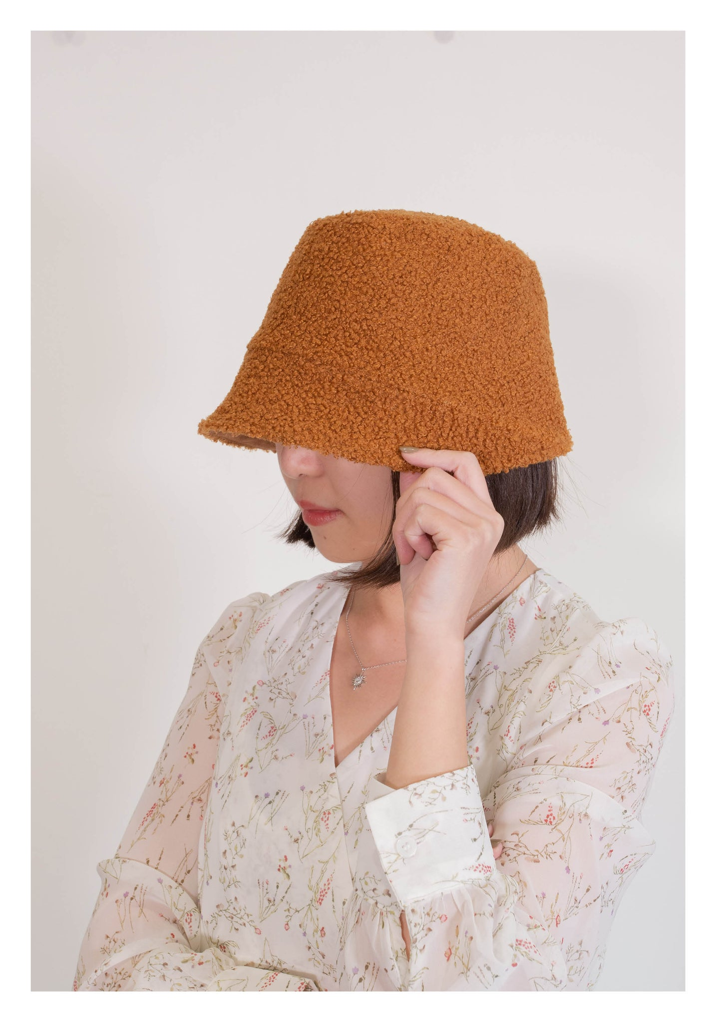 Double Sides Shearling Suede Buckle Hat Caramel - whoami