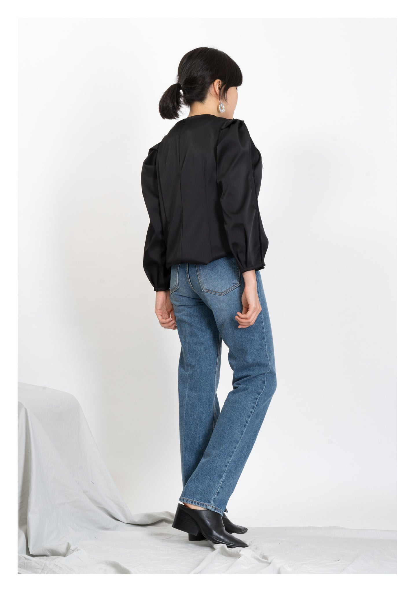 Inward Slit Washed Jeans - whoami