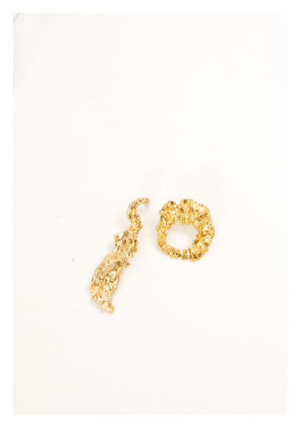 Irregular Fold Asymmetric Earrings - whoami