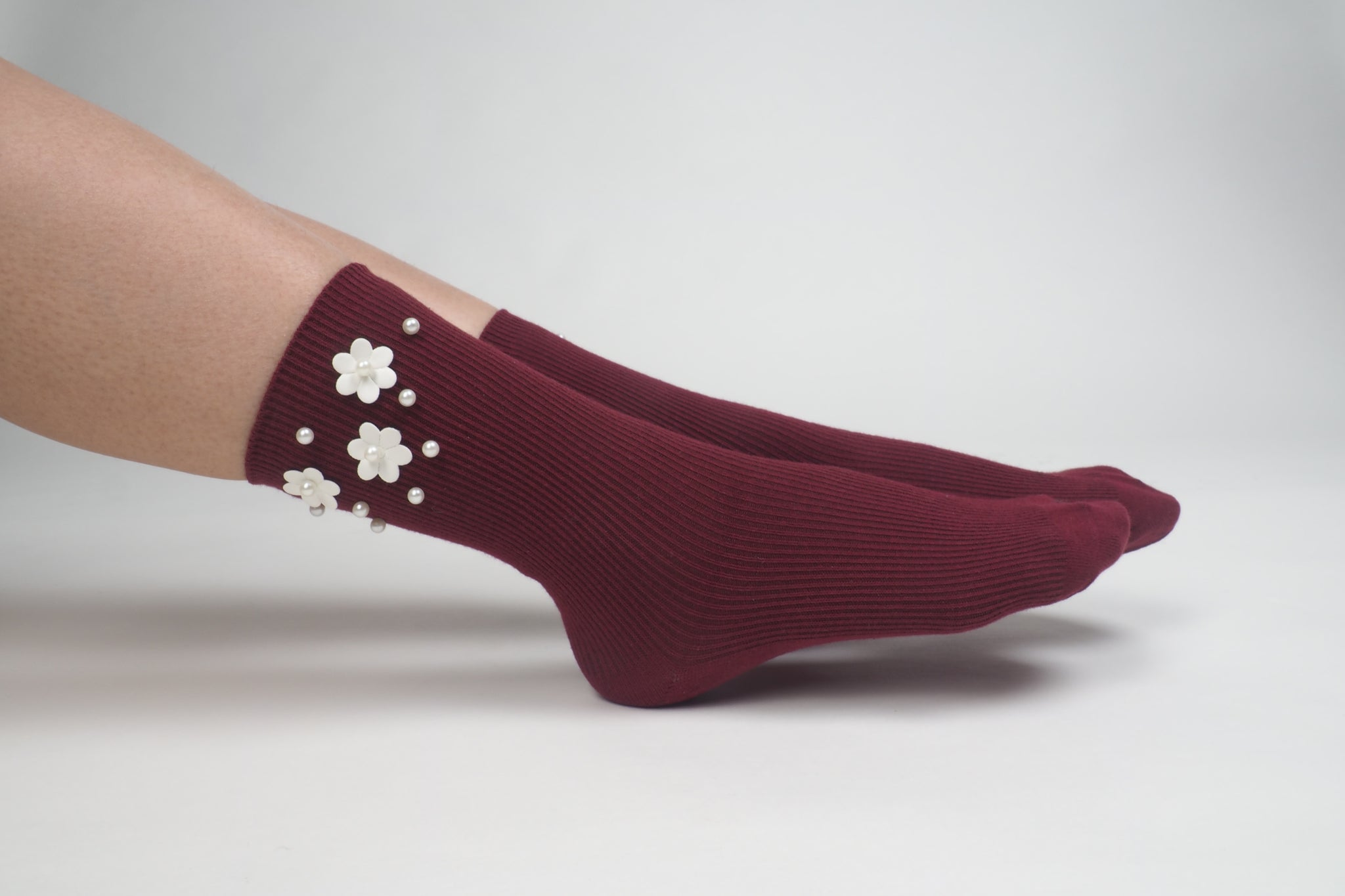 Faux Flower Pearl Socks Burgundy