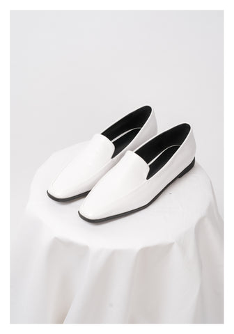 Pointed Slim Loafer White