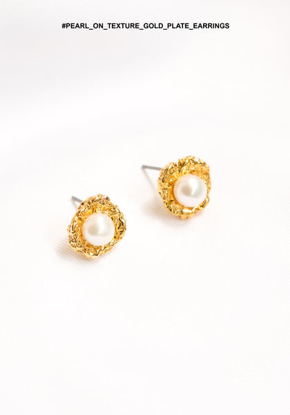 Pearl On Texture Gold Plate Earrings