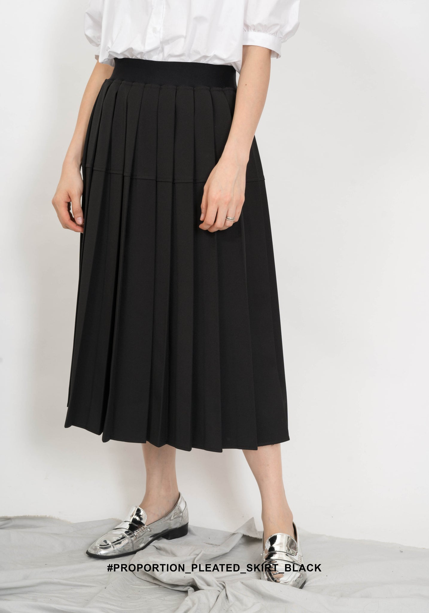 Proportion Pleated Skirt Black - whoami
