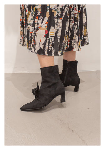 Ribbon Pointed Sude Boots Black - whoami