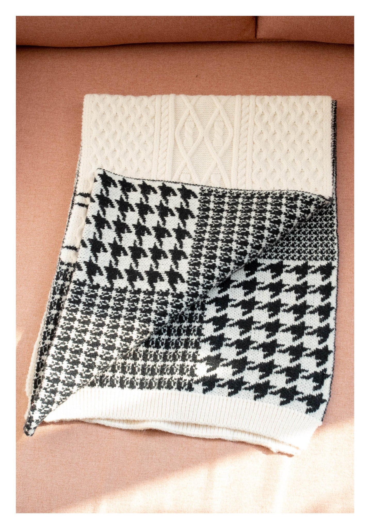 Knitted Houndstooth Pattern Scarf Cream - whoami