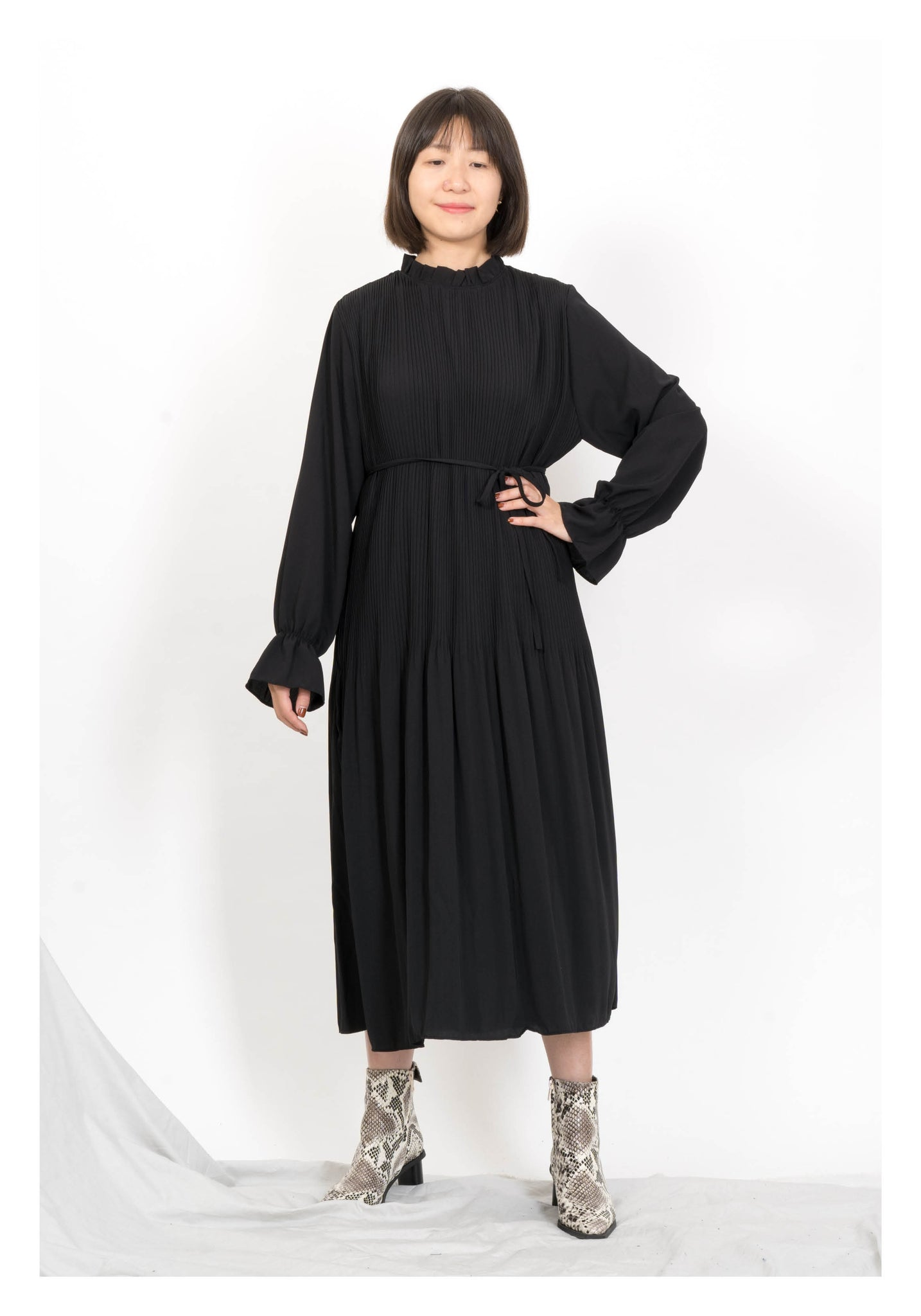 Simple Ruffle Collar Light Dress Black - whoami