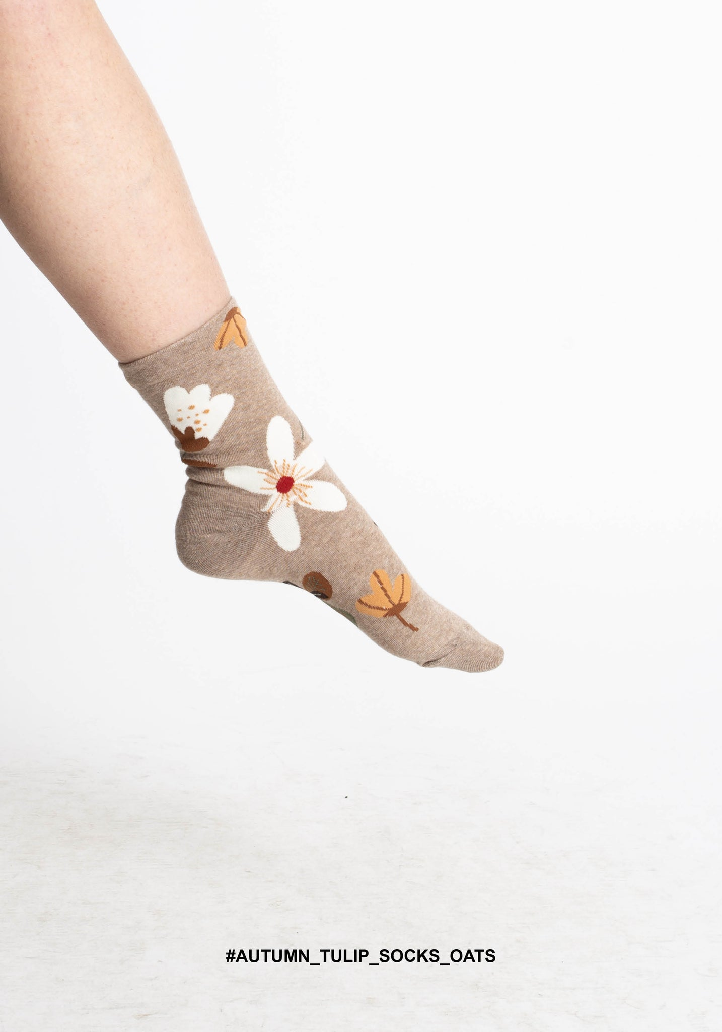 Autumn Tulip Socks Oat - whoami