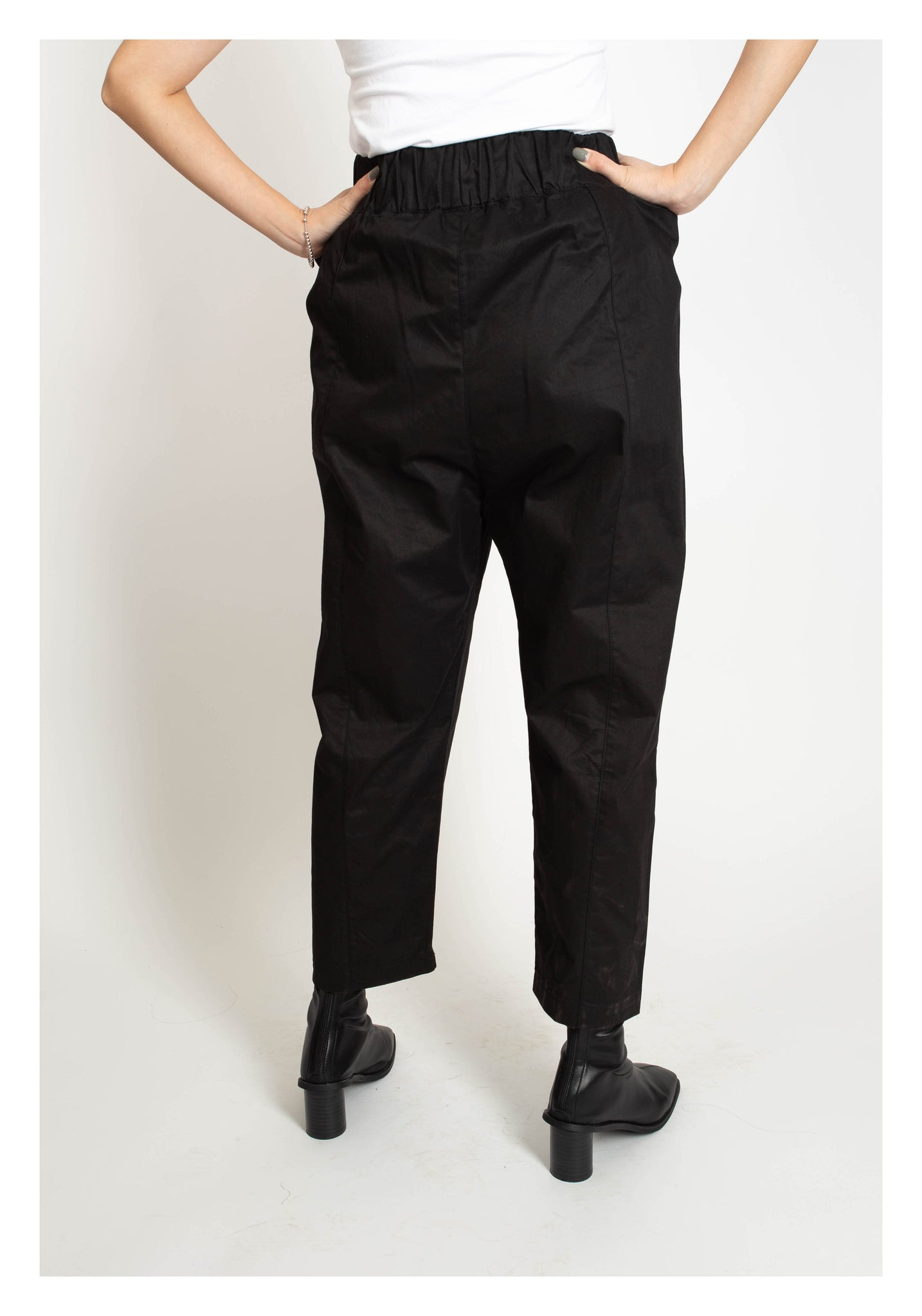 Side Big Pocket Taper Pants - whoami